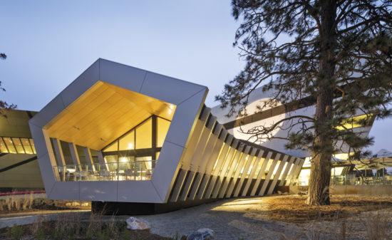 Contemporary Architecture Vs Monumental Buildings in Australasia